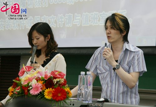 Director Ikuhara gives a speech at the Peking School of Foreign Languages (5/31/2010)