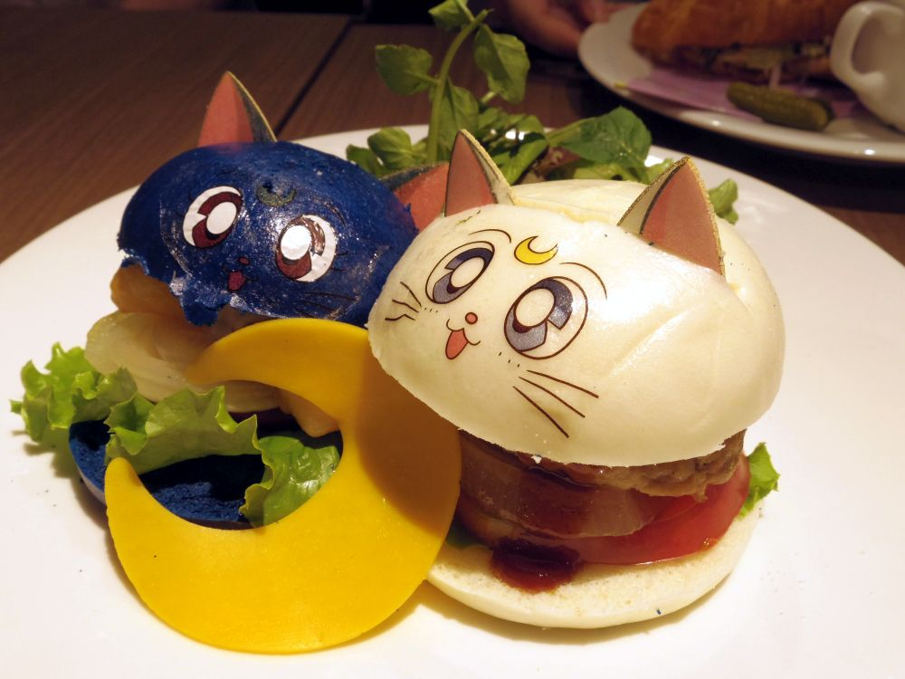 Luna and Artemis' Best Friend Burgers (1)