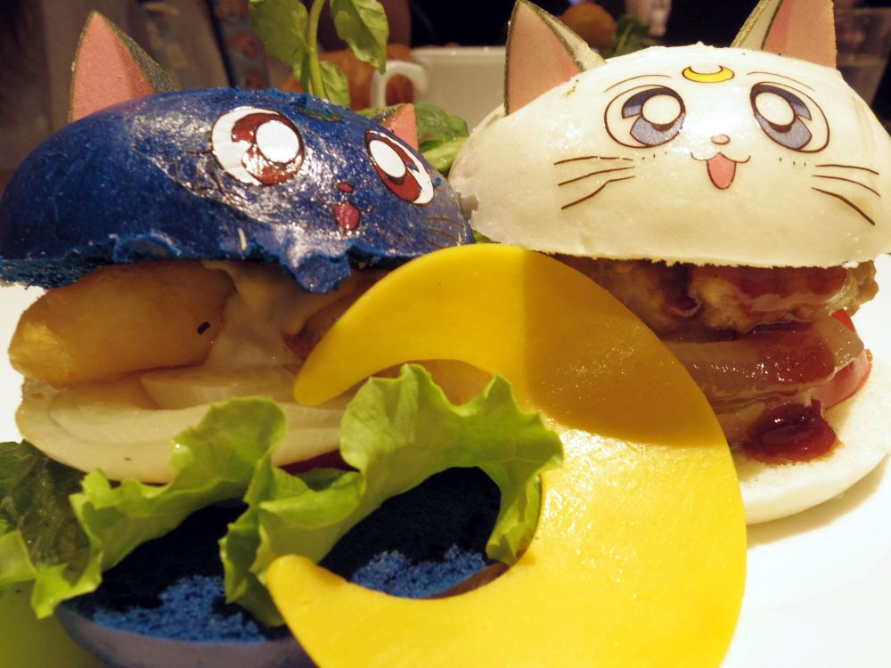 Luna and Artemis' Best Friend Burgers (2)