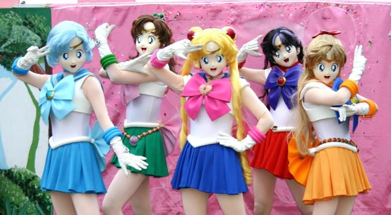 This is from a Sailor Moon stage show and has nothing to do with Moon Lips... but it DOES cause nightmares