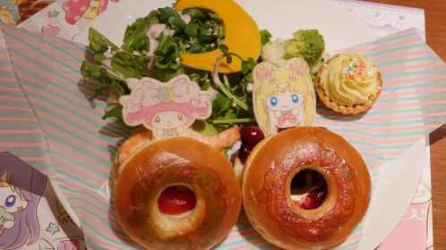 Sailor Moon & My Melody Peek-a-Boo Burgers