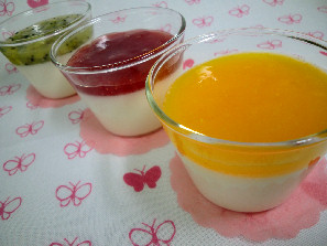 Fruit-topped yogurt